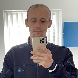 J.Tibor..profilképe